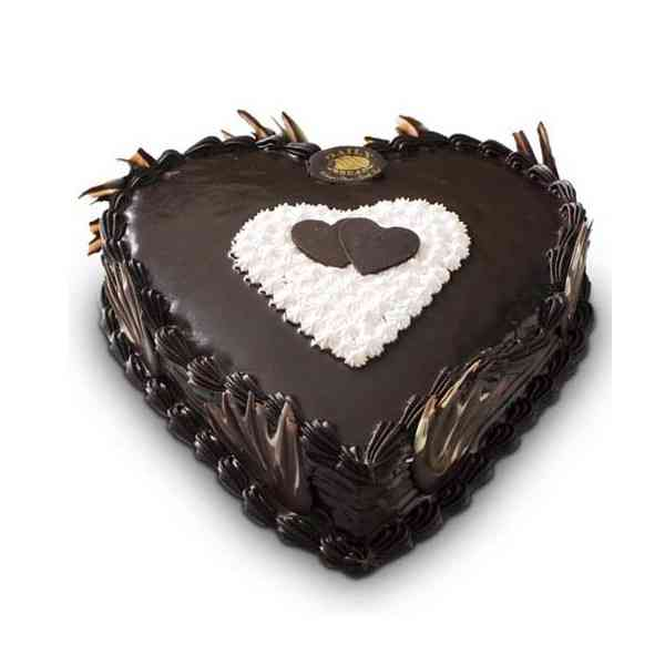 Heart-Shape-Chocolate-Cake
