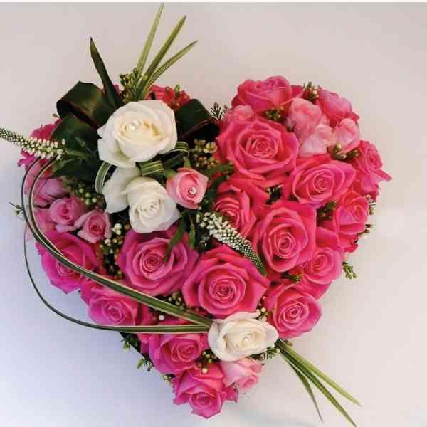 Pink-Roses-Heart-Arrangemen