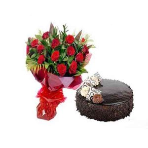 Red-Roses-With-Chocolate-Ca