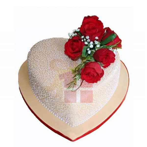 Red-Roses-With-Heart-Cake