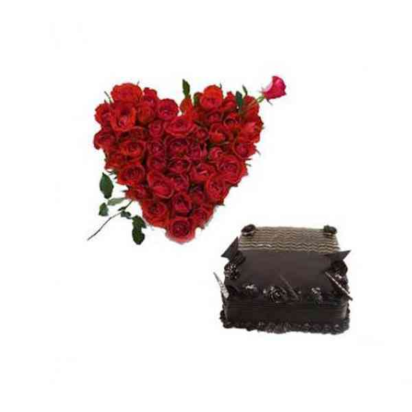 Roses-Heart-With-Chocolate-