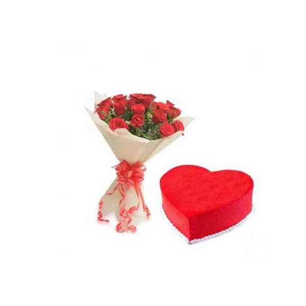 RosesWithHeartShapeRedVelve