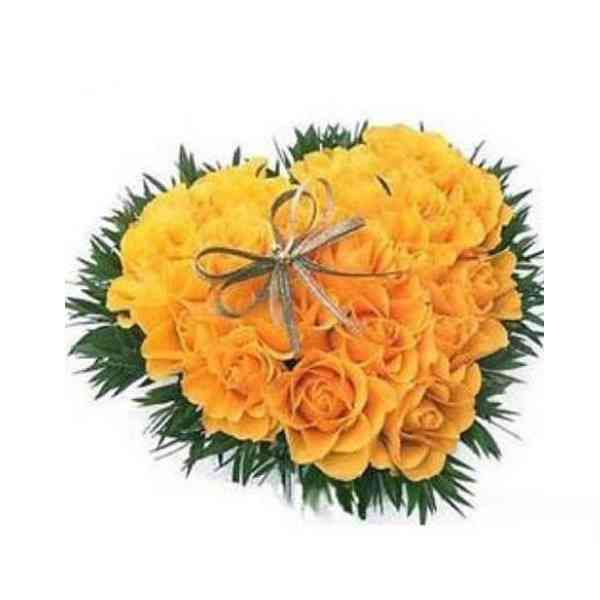 Yellow-Roses-Heart-Arrangem
